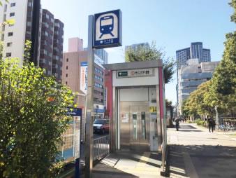 ① 都営大江戸線「勝どき駅」A4b出口を出ます。